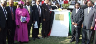 Hon. Kajura and Chancellor Prof. Kagonyera pause with guests at the plaque symbolizing the newly launched College of Health Sciences, 28th August 2009, Makerere University, Kampala Uganda