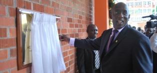 ICT Minister Hon. Ham Muliira unveils the plaque at the launch, 28th January 2009, Makerere University, Kampala Uganda