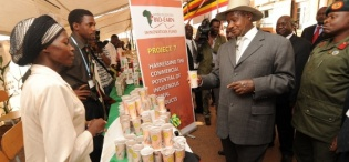"President Museveni admires canned ""Bushera"" during his tour of the exhibition during celebrations to mark FST 20th Anniversary 2nd October 2009, Makerere University, Kampala Uganda"