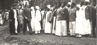 H.H. Crown Prince Abdulla of Zanzibar welcomed by Makerere College Principal Dr. William D. Lamont to officially open the University Mosque in May 1948