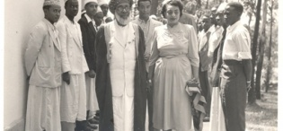 His Highness Sultan Sayyid Sir Khalifa II bin Harub, Sultan of Zanzibar accompanied by Princess Sayyida Matuka bint Hamud Al-Busaid tour the Makerere University Mosque during the Sultan's visit on 30th April 1954.