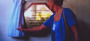 Director General NORAD, Ms. Tove Strand unveils the plaque to officially launch the Women and Gender Studies Building on 22nd July 2002, Makerere University, Kampala Uganda as part of the Women's World Congress 2002