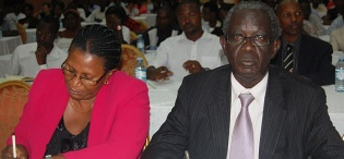 Dr. David Kihumuro Apuuli, Director General, Uganda AIDS Commission (UAC) - Right attended the MakSPH, CHS/CDC organised Public Dialogue on 23rd August 2012, Imperial Royale Hotel, Kampala Uganda