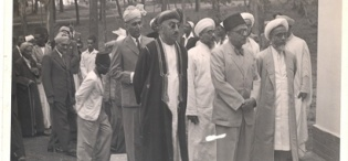 His Highness Sultan Sayyid Sir Khalifa II bin Harub, Sultan of Zanzibar's delegation during H.H.'s tour of the Makerere University Mosque on 30th April 1954.