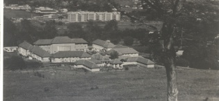 A picture of Livingstone Hall, Makerere University, Kampala Uganda from an earlier period. In the background is the New Mulago Hospital Complex